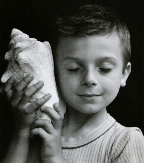 child-with-a-shell-by-edouard-boubat